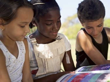 children reading outside