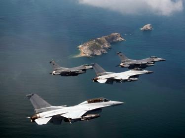 U.S and Korean fighter aircraft fly above Jik-Do Island near South Korea, August 14, 2013