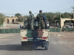 Malian soldiers ride in the back of a truck in Timbuktu, January 2015