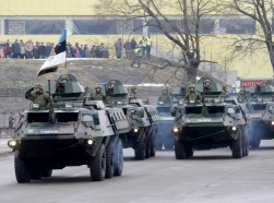 Estonian soldiers in a military parade celebrating Estonia's Independence Day near border crossing with Russia in Narva, February 24, 2015