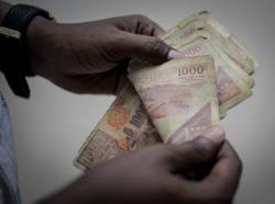 Man counting Somali money