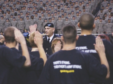 new Army recruits taking the oath of e