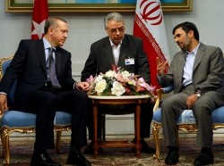 Iranian President Mahmoud Ahmadinejad (right) talks with Turkish Prime Minister Recep Tayyip Erdoğan (left) during their meeting in Tehran in 2009