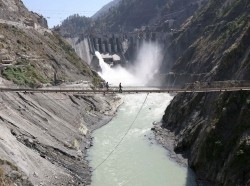 Laborers walk on a bridge near the 450-megawatt hydropower project at Baglihar Dam on the Chenab River which flows from Indian Kashmir into Pakistan, October 10, 2008, photo by Amit Gupta/Reuters