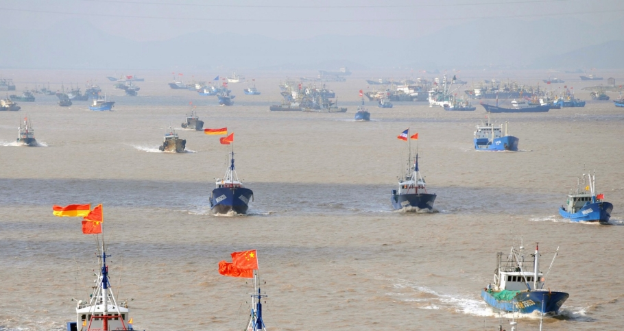 Fishing boats departing from Shenjiawan port in Zhoushan, Zhejiang province towards the East China Sea fishing grounds, September 17, 2012