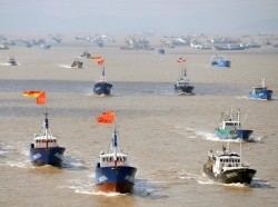Fishing boats departing from Shenjiawan port in Zhoushan, Zhejiang province towards the East China Sea fishing grounds, September 17, 2012, photo by Stringer/Reuters