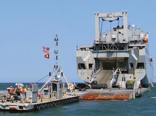 USNS Mendonca offloads cargo in Virginia Beach, Va.