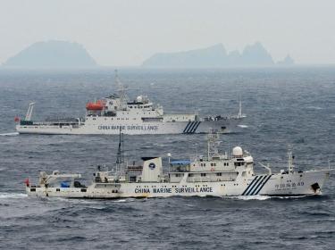 Chinese marine surveillance ship Haijian No. 51 (C) sails near Japan Coast Guard vessels (R and L) and a Japanese fishing boat near Uotsuri island in the East China Sea, July 1, 2013, photo by Kyodo/Reuters
