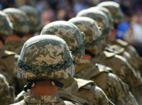 Rows of soldiers in helmets, photo by Photobank/Fotolia
