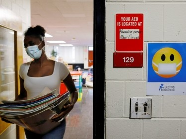 A Kindergarten teacher cleans and prepares her classroom, from where she will begin the new school year teaching virtually because of the COVID-19 pandemic, in Boston, Massachusetts, September 18, 2020, photo by Brian Snyder/Reuters