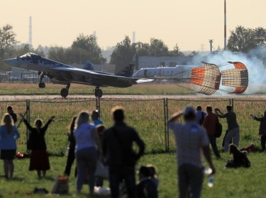 Spectators watch a Russian Sukhoi Su-57 fighter jet landing after a demonstration flight at the MAKS-2019 air show in Zhukovsky outside Moscow, Russia August 29, 2019, photo by Tatyana Makeyeva/Reuters
