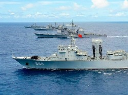 PLA Qiandaohu, a Chinese navy ship, steams in close formation as one of 42 ships and submarines from 15 international partner nations during Rim of the Pacific 2014, photo by Shannon E. Renfroe/U.S. Navy