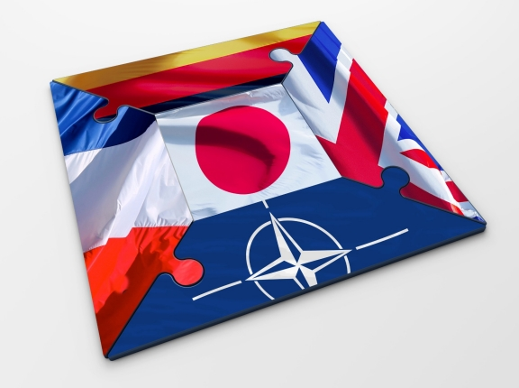 Puzzle pieces representing the flags of Japan, France, Germany, the UK, and NATO, images by numax3d, railwayfx/Adobe Stock