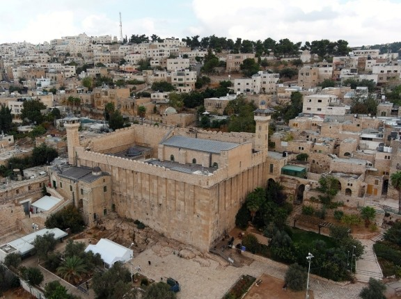 An aerial view shows the Cave of the Patriarchs, a site sacred to Jews and Muslims, in the Palestinian city of Hebron in the Israeli-occupied West Bank, November 2, 2020, photo by Ilan Rosenberg/Reuters
