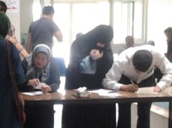 People voting in 2013 Iran's election