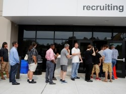 Job seekers line up to apply during Amazon Jobs Day, a job fair in Fall River, Massachusetts, August 2, 2017, photo by Brian Snyder/Reuters