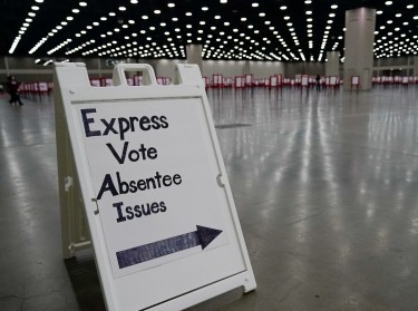 A sign directs voters on the day of the primary election in Louisville, Kentucky, U.S. June 23, 2020, photo by Bryan Woolston/Reuters