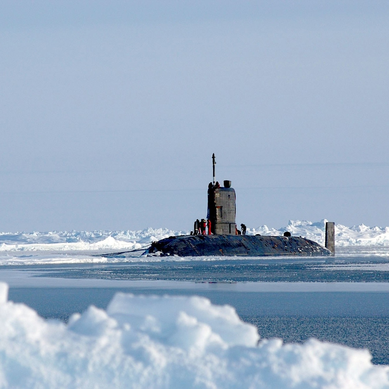 The Royal Navy Trafalgar class attack submarine HMS Tireless (S88) sits on the surface of the North Pole. Tireless surfaced with the U.S. Navy Los Angeles-class attack submarine USS Hampton (SSN 767) for ICEX 04, a joint operational exercise beneath the polar ice cap
