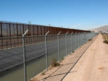 Border fence between USA and Mexico at El Paso/Juarez