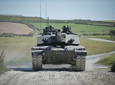 A Challenger 2 tank on Castlemartin Ranges in Pembrokeshire, Wales, photo by Cpl Si Longworth RLC (Phot)/CC BY-NC 2.0