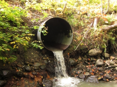 Culvert with a drop, with flowing water