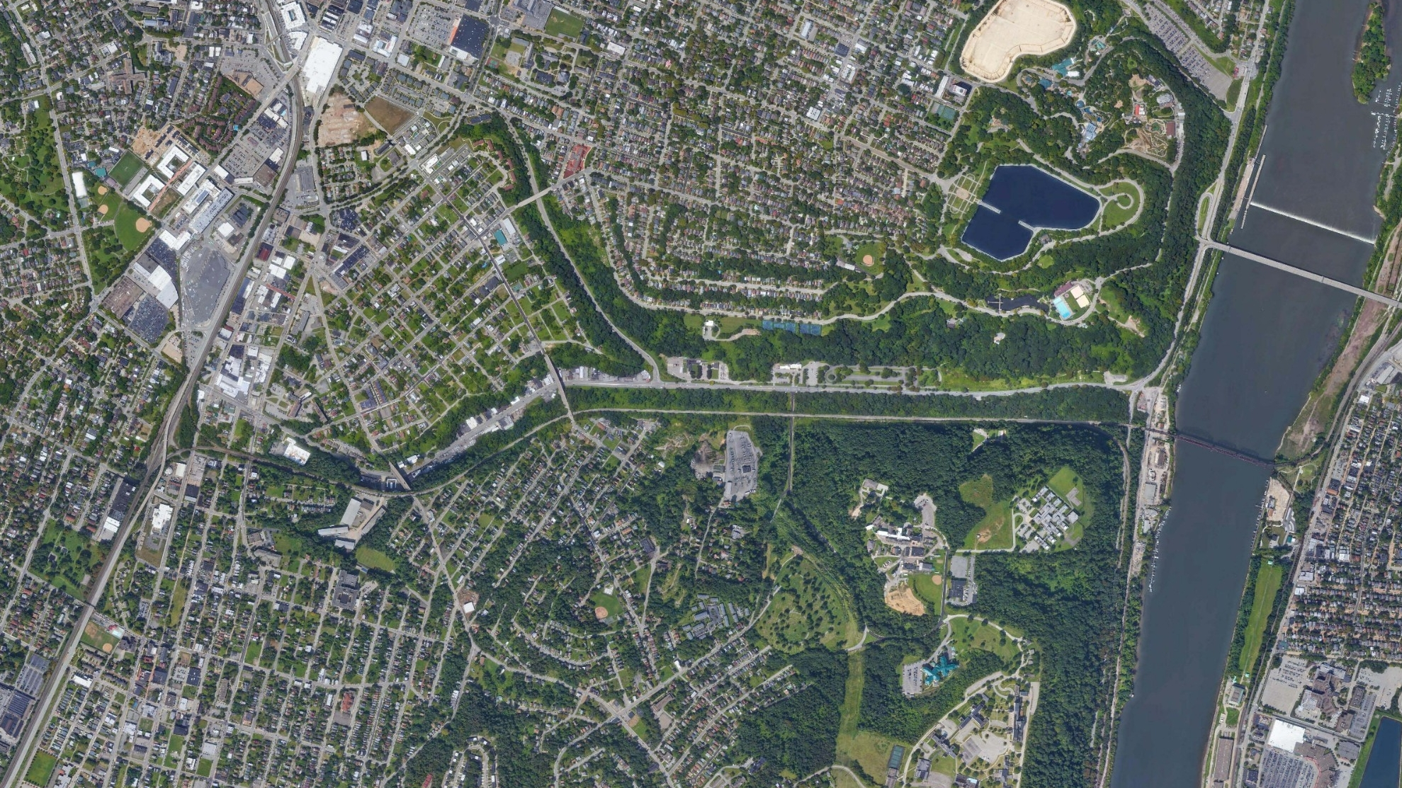 An aerial image of Pittsburgh city showing the catchment area surrounding Washington Boulevard.