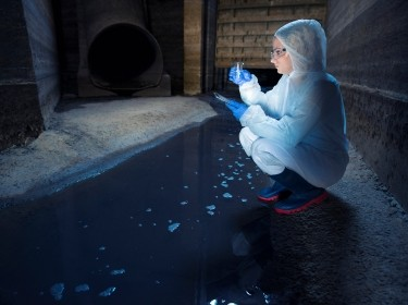 Scientist taking water samples, photo by Smederevac/Getty Images